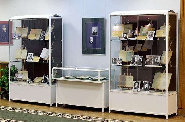 Выставка Время события люди в диссертационных исследованиях РГБ В Голубом зале РГБ открыта последняя в этом году выставка диссертаций На этот раз здесь выложены оригиналы работ 53 людей известных самой широкой публике